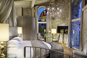 41_Pagliazza Tower Suite_ bedroom